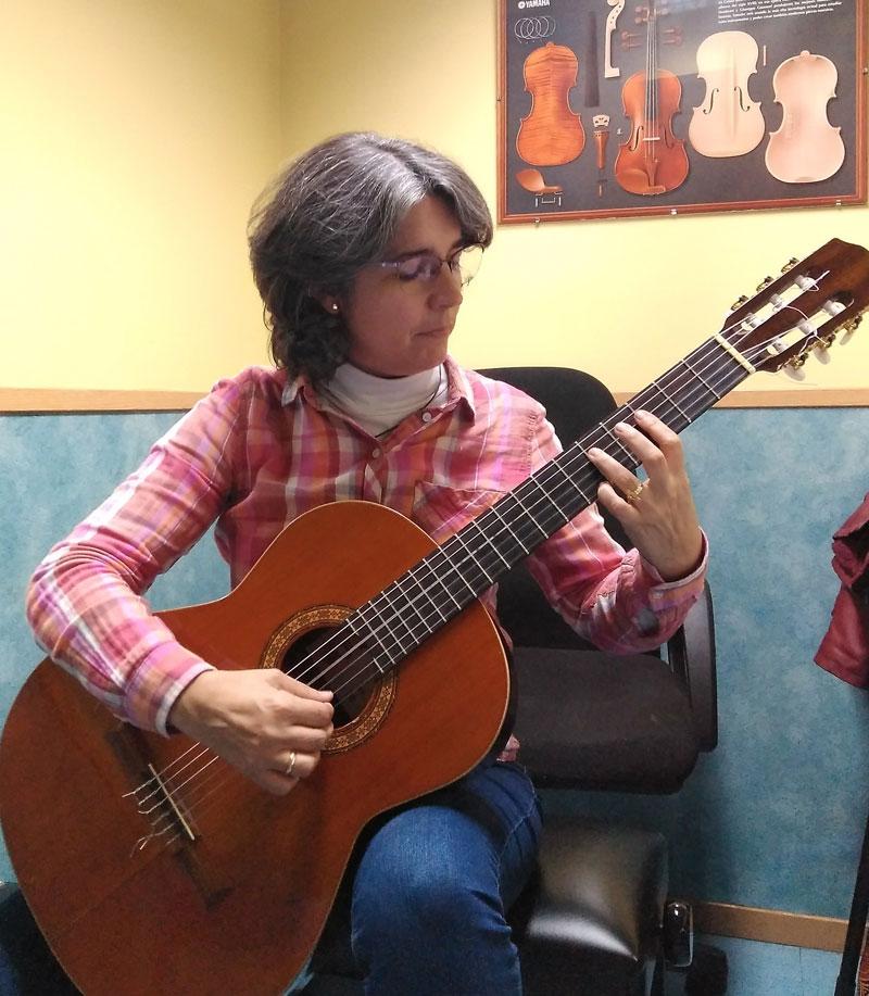 profesora guitarra mushi